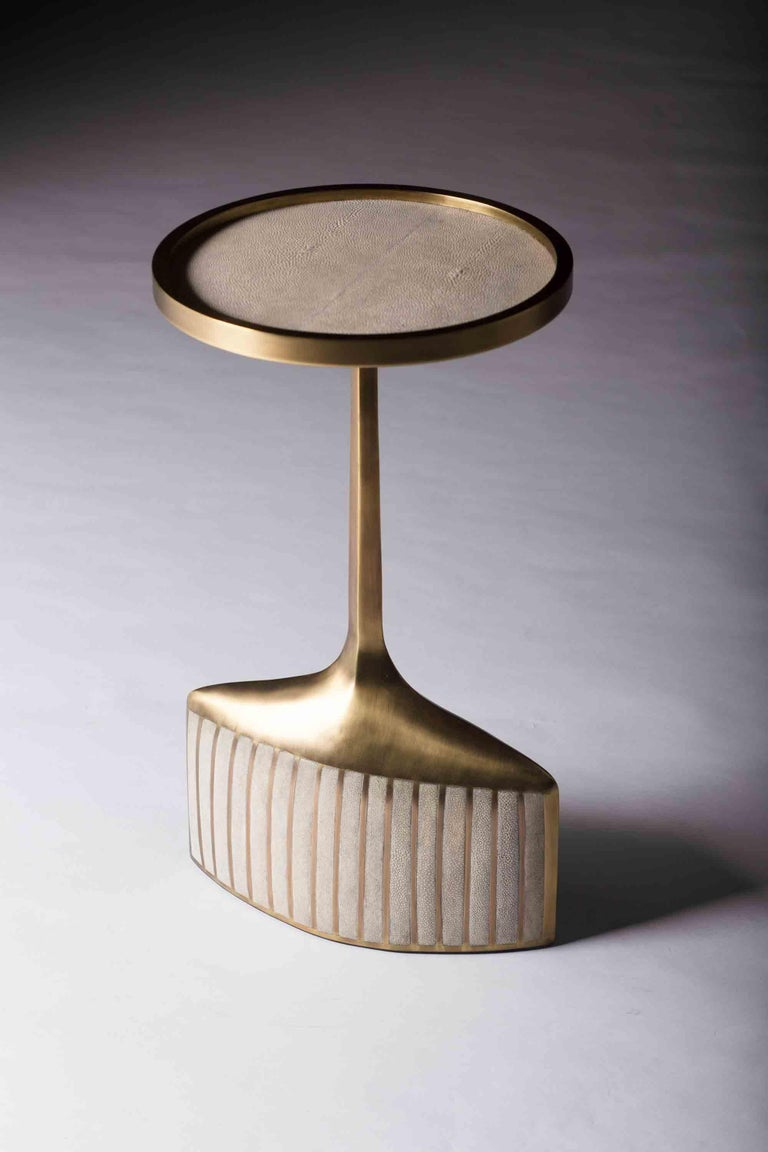 Set of 2 Pedestal Tables in Shagreen, Shell, and Brass by R&Y Augousti For Sale 2