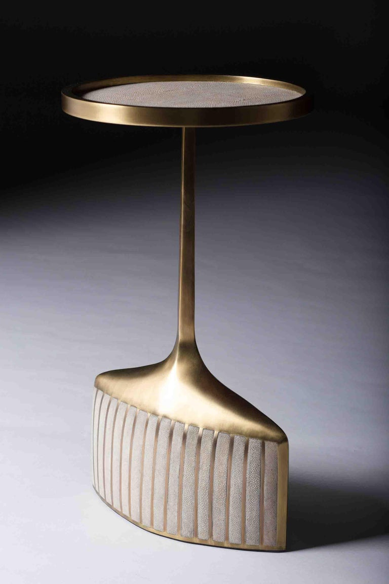 Set of 2 Pedestal Tables in Shagreen, Shell, and Brass by R&Y Augousti For Sale 3