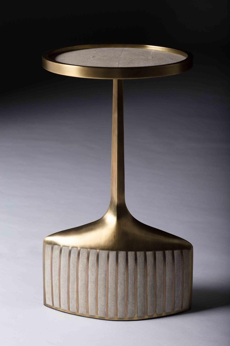 Set of 2 Pedestal Tables in Shagreen, Shell, and Brass by R&Y Augousti For Sale 4