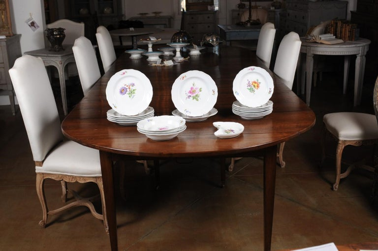 Hand-Crafted Set of 24 Pieces German Meissen Porcelain Dinner Service with Floral Decor For Sale