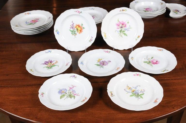Set of 24 Pieces German Meissen Porcelain Dinner Service with Floral Decor For Sale 4