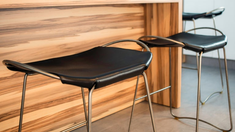 Contemporary Set of 3 Bar Stool, Old Silver Steel and Natural Tobacco Leather, Modern Style For Sale