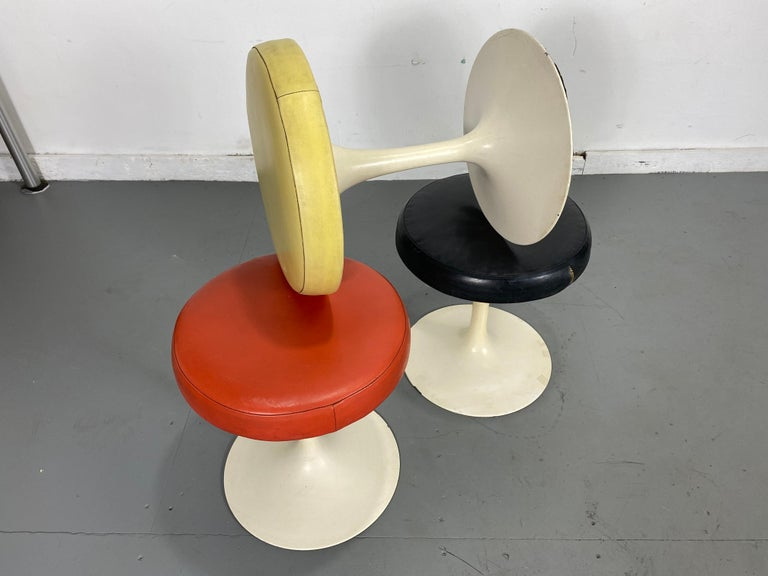 Set of 3 Early Knoll Associates Tulip Saarinen Stools In Fair Condition For Sale In Buffalo, NY