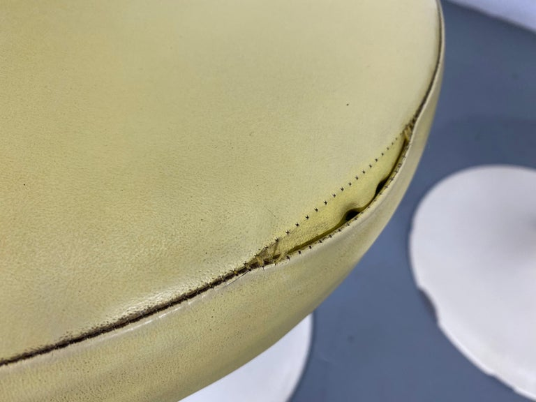 Leather Set of 3 Early Knoll Associates Tulip Saarinen Stools For Sale
