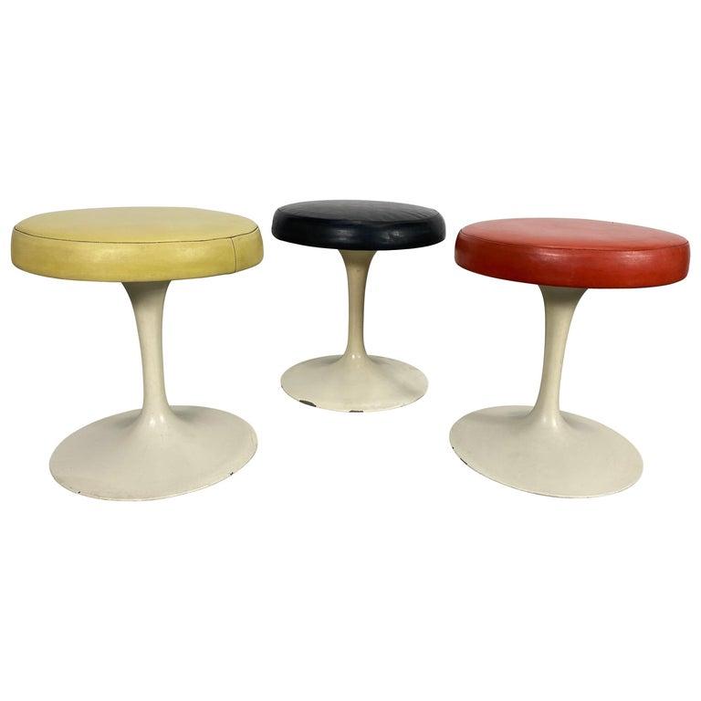 Set of 3 Early Knoll Associates Tulip Saarinen Stools For Sale
