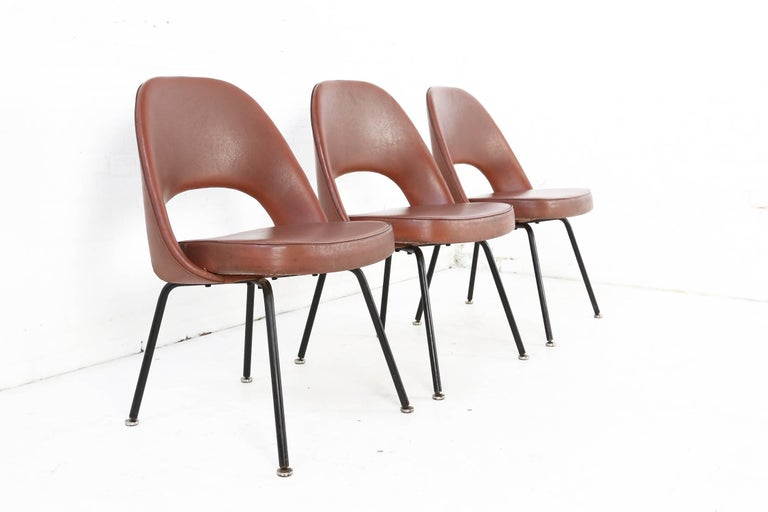 Comfortable and elegant Saarinen armless executive chairs for Knoll manufactured by De Coene. De Coene was a Belgian manufacturer located in Kortrijk which, as from 1954, had the exclusive rights for production and selling Knoll furniture in the