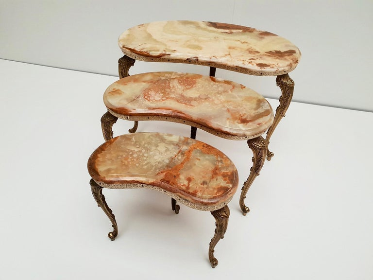 A set of 3 vintage Italian marble nesting tables with polished brass frame. Measures: Height 43 - 38 - 34 cm.  Width 62 - 47 - 36 cm.  Depth 35 - 30 - 20 cm.