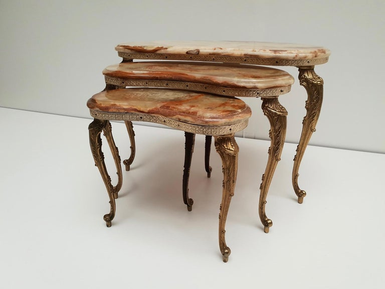 Mid-Century Modern Set of 3 Italian Vintage Polished Brass and Marble Nesting Tables For Sale