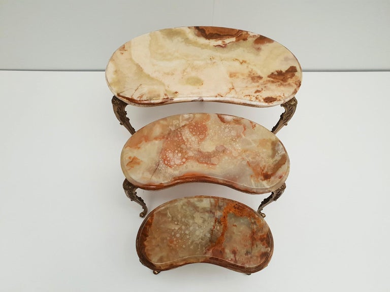 Set of 3 Italian Vintage Polished Brass and Marble Nesting Tables In Good Condition For Sale In Antwerp, BE