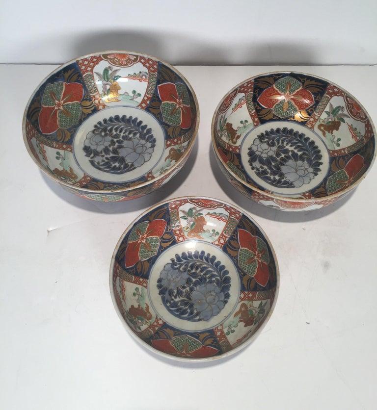 Set of 3 Japanese Imari Graduated Porcelain Bowls For Sale 4