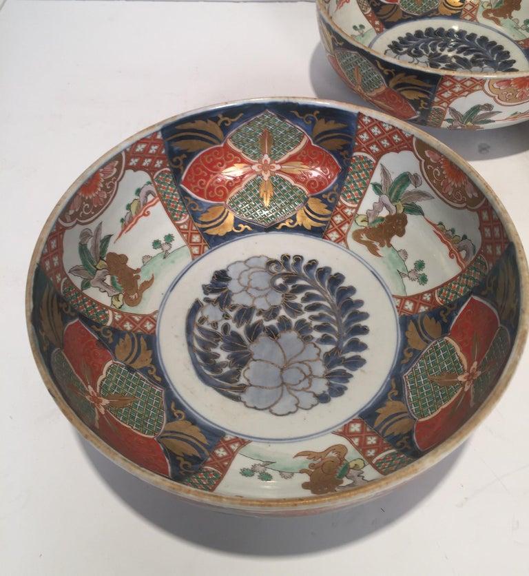 Hand-Painted Set of 3 Japanese Imari Graduated Porcelain Bowls For Sale