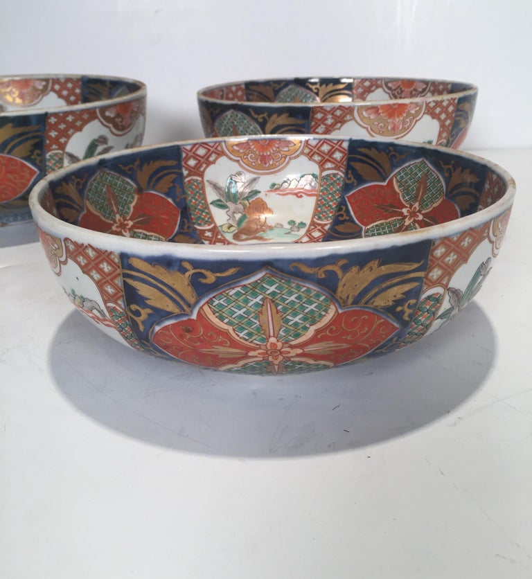 Set of 3 Japanese Imari Graduated Porcelain Bowls For Sale 2