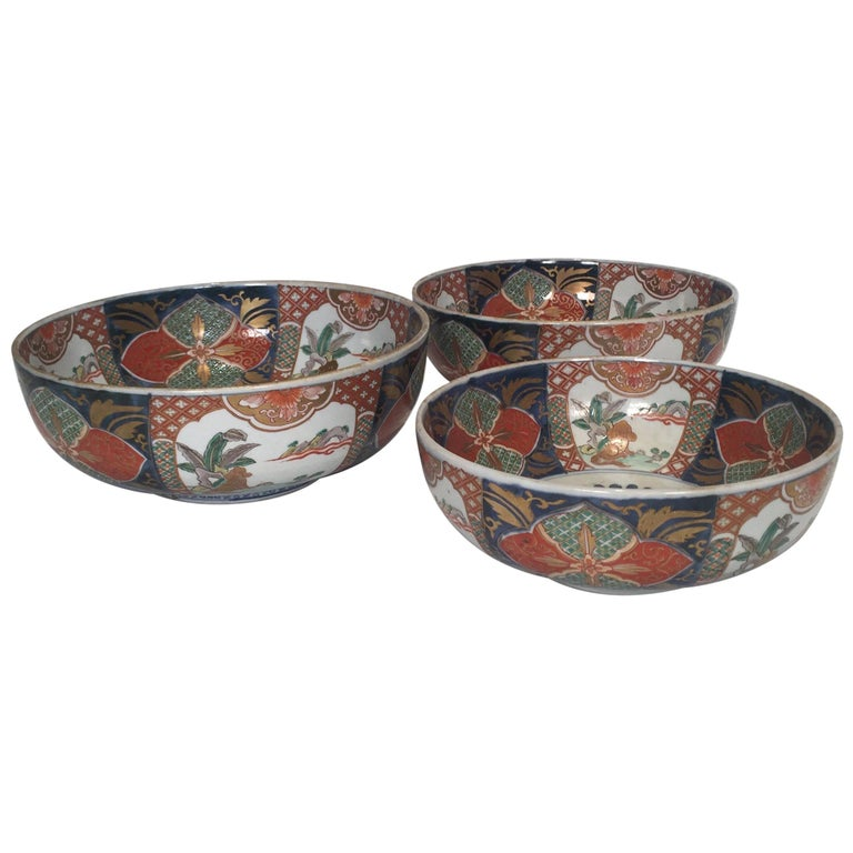 Set of 3 Japanese Imari Graduated Porcelain Bowls For Sale