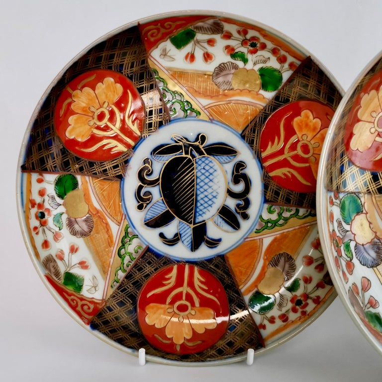 Set of 3 Imari Porcelain Plates, Pomegranate Pattern Late Meiji, circa 1900 In Excellent Condition For Sale In London, GB