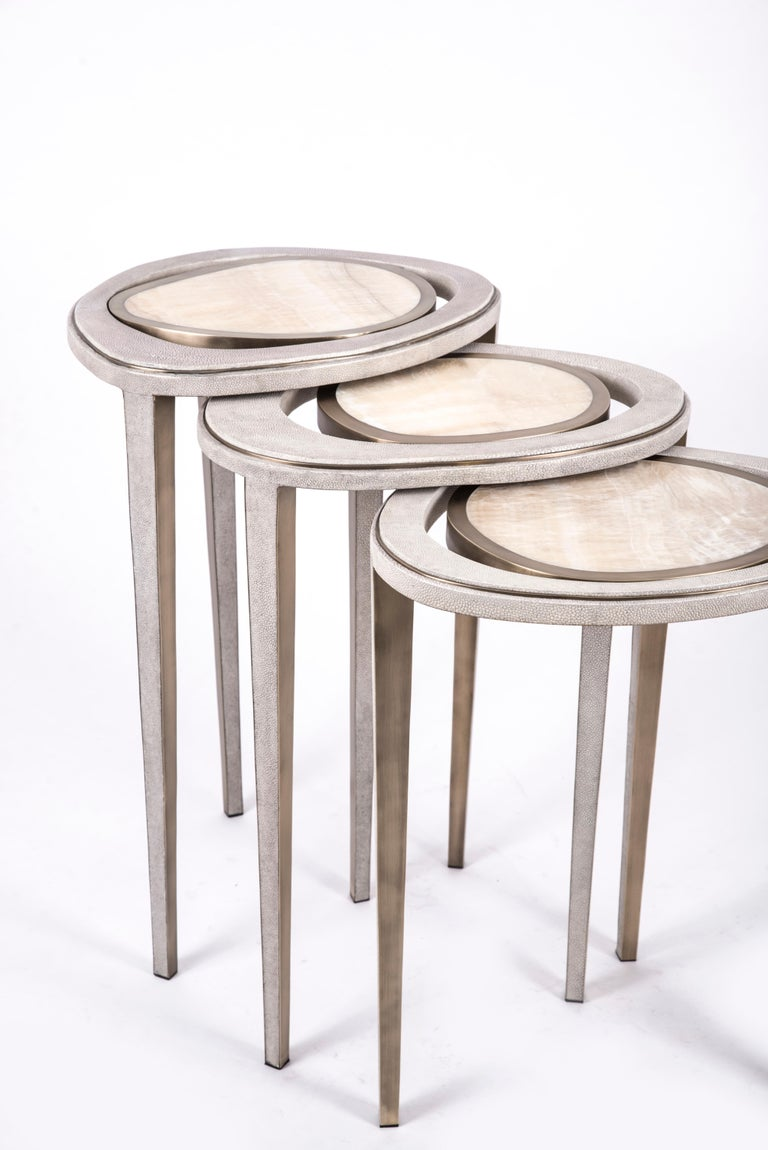 French Set of 3 Peacock Nesting End Table in Cream Shagreen Onyx, Brass by R&Y Augousti For Sale