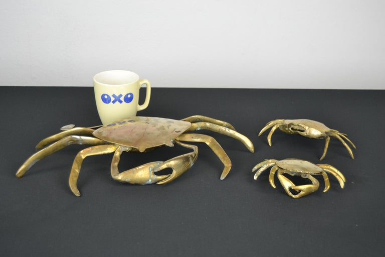Set of 3 vintage brass crab sculptures. These life-size copper crab animal trinket boxes date from the late 1960s-1970s. They all have a lid which can be opened. These brass animal sculptures have a patina by age. We did not polish the brass, so