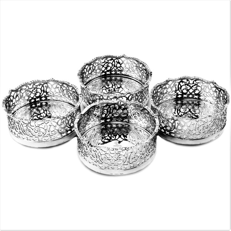 Set of 4 Antique Victorian Sterling Silver Wine Bottle Coasters, 1840 In Good Condition For Sale In London, GB