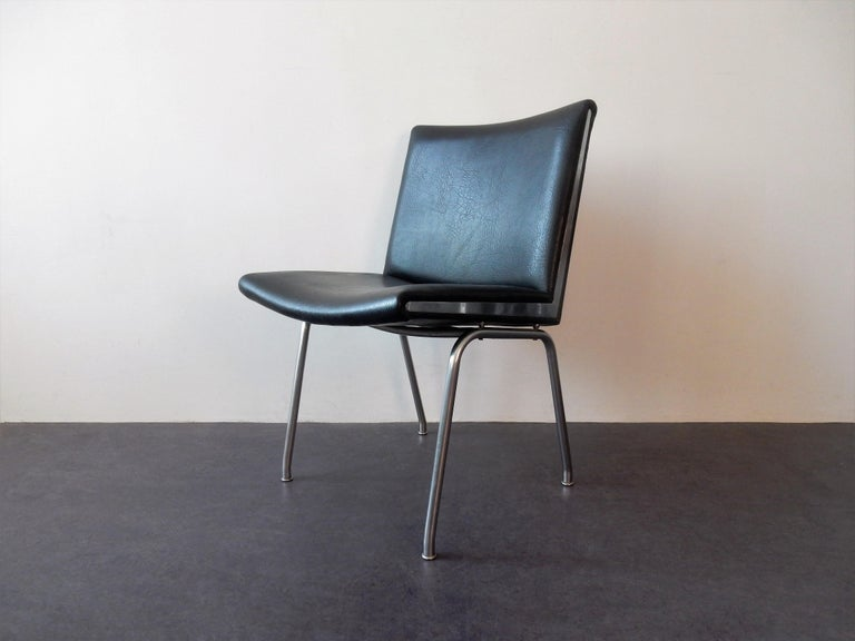 The Airport chair, model AP40, is a design from 1959 by Hans J. Wegner for the Kastrup Airport in Copenhagen. It was produced by the company AP Stolen. These chairs are made of chrome-plated steel with black artificial leather. They are in a very