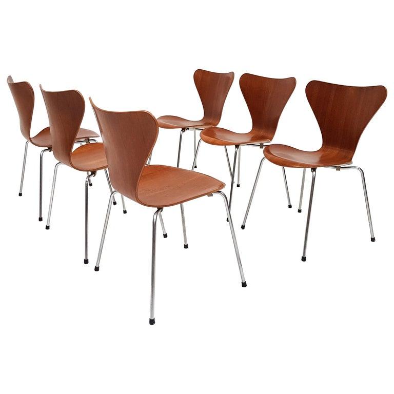 "Set of 4 Arne Jacobsen ""Series 7"" Model 3107 Chairs in Teak, Designed, 1955 For Sale"