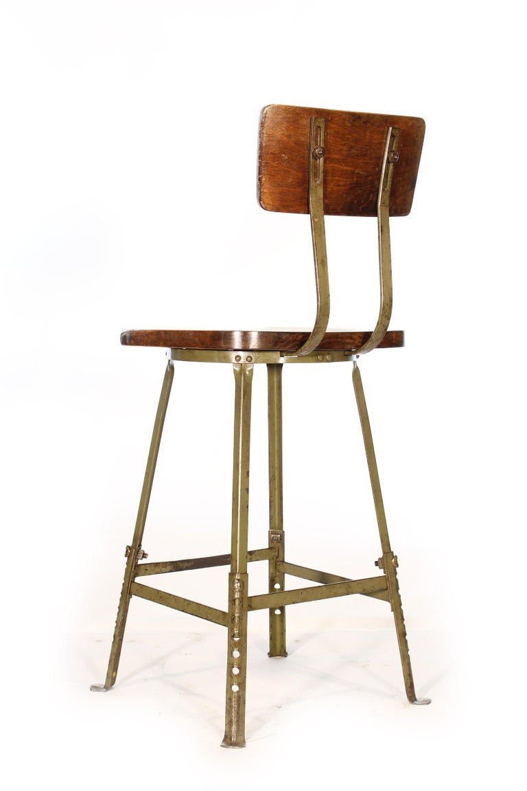 Set of 4 Authentic Vintage Industrial Shop Stools In Distressed Condition For Sale In Oakville, CT