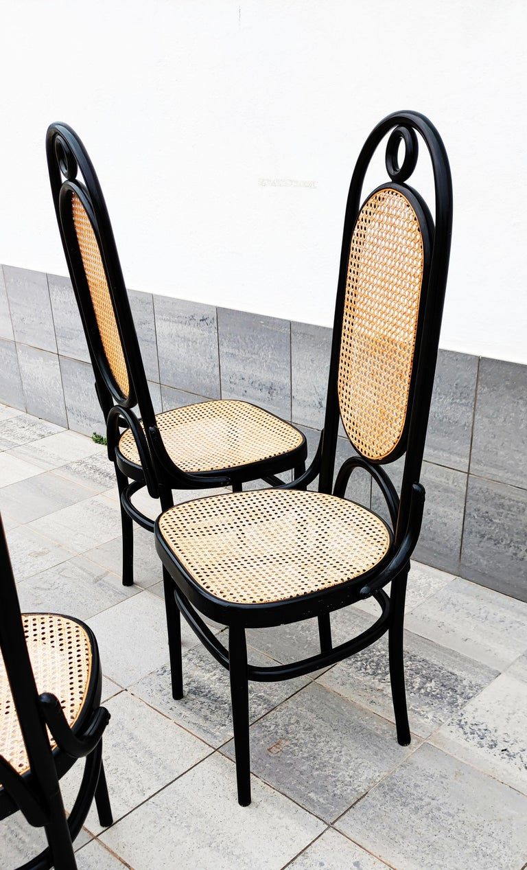 Set of 4 Black Lacquered Thonet N 17 High Back Dining Chairs In Good Condition For Sale In L'Escala, ES