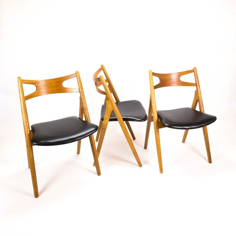Leather Set of 4 CH29 Sawbuck Dining Chairs by Hans Wegner for Carl Hansen & Søn For Sale