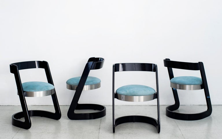 Set 6 dining chairs by Willy Rizzo, Italy, 1970s. Original black lacquered beech frame and brushed stainless steel with upholstered blue seat. Chic Italian design.