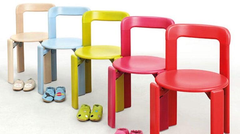 European Set of 4 Children Chairs in Wood, Mid-Century Modern, Design 1971, in Pink For Sale