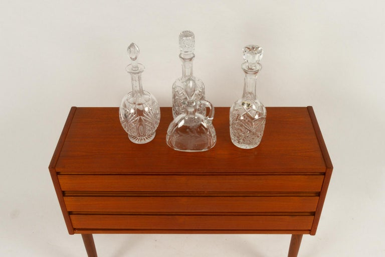 Set of 4 Crystal Decanters, Mid-20th Century For Sale 6