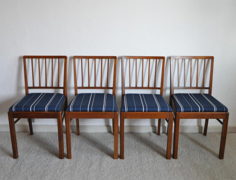 Set of 4 Danish dining chairs in the style of Jacob Kjær, 1940s. Mahogany and seats with new wool (80%) upholstery. 