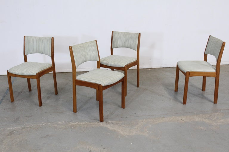 Set of 4 Danish Modern Teak Side Dining Chairs For Sale 4