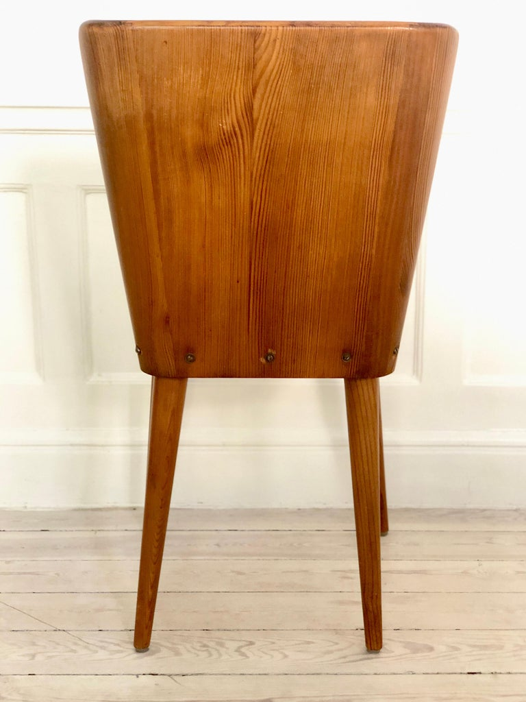 Set of 4 Goran Malmvall Swedish pine chairs, Svensk Fur, Sweden, 1940s  Chairs have been structurally repaired for better stability but maintain original patina.   Göran Malmvall (1917-2001) was the youngest son of the company's founder, Karl