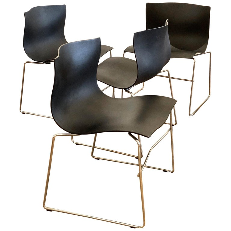 Set of 4 Handkerchief Chairs in Black & Chrome Designed by Vignelli for Knoll For Sale