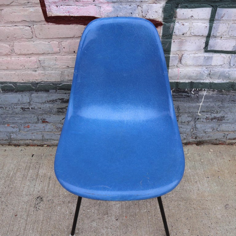 Set of 4 Herman Miller Eames Dining Chairs In Good Condition For Sale In Brooklyn, NY