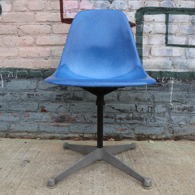 American Set of 4 Herman Miller Eames Swivel Dining or Desk Chairs For Sale