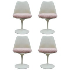 Set of 4 Knoll Tulip Chairs with Reupholstered Light Pink Shearling Style Seats