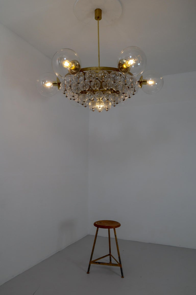 Mid-Century Modern Set of 4 Large Hotel Chandeliers with Brass Fixture and Structured Glass Globes For Sale
