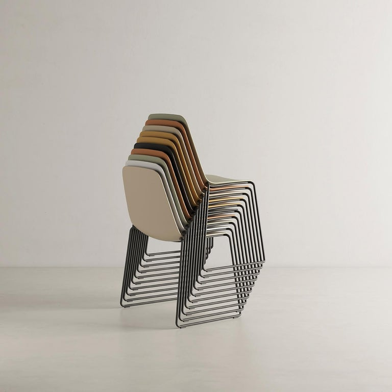 Spanish Viccarbe Set 4 Maarten Plastic Chair, Sled Base, Black  Víctor Carrasco For Sale
