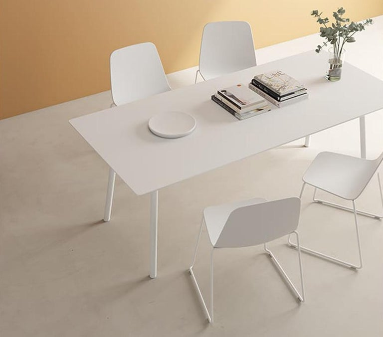 Minimalist Viccarbe Set 4 Maarten Plastic Chair, Sled Base, White  , by Víctor Carrasco For Sale