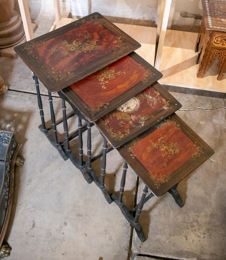 Set of 4 Mid 19th Century French Hand Painted Wooden Nesting Tables In Good Condition In Malaga, ES