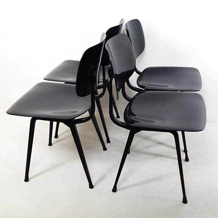 The Revolt chair was designed by Friso Kramer in 1953 and has since become an icon of Dutch Design. The chairs used to be omnipresent in government buildings and universities. Nowadays they are harder to find. The Revolt chairs are functional,