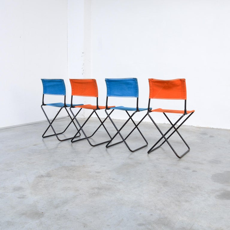 These colorful garden chairs are from the 1950s.