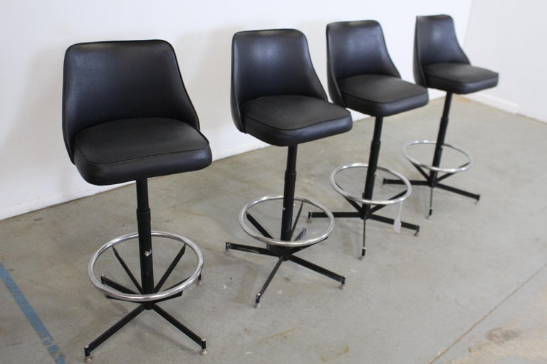 Set of 4 Mid-Century Modern Swivel Bar Stools In Good Condition For Sale In Wilmington, DE
