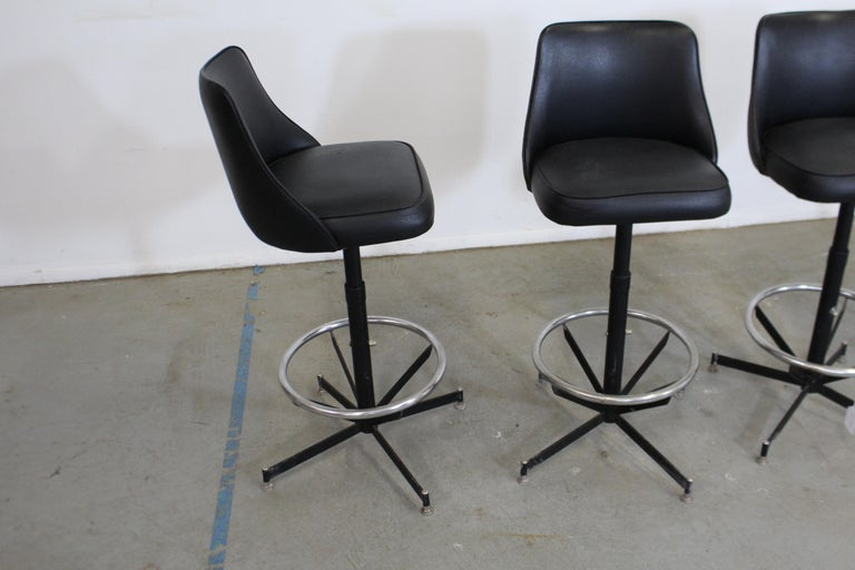 20th Century Set of 4 Mid-Century Modern Swivel Bar Stools For Sale
