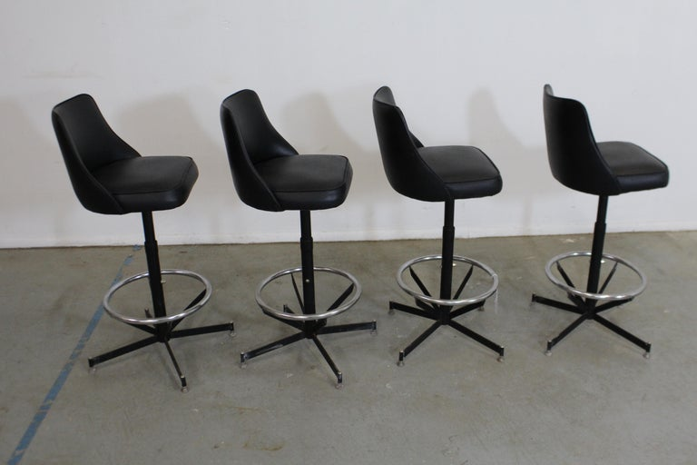 Chrome Set of 4 Mid-Century Modern Swivel Bar Stools For Sale