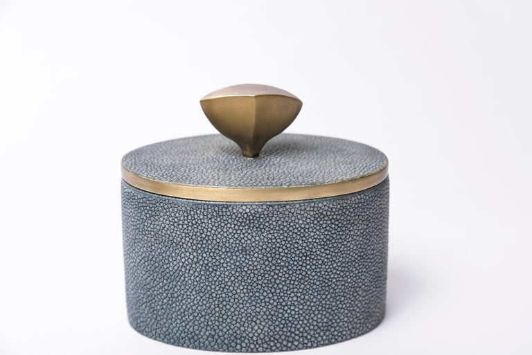 Set of 4 Pedestal Boxes in Shagreen, Shell and Bronze-Patina Brass by Kifu Paris For Sale 2