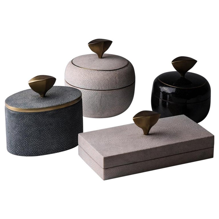 Set of 4 Pedestal Boxes in Shagreen, Shell and Bronze-Patina Brass by Kifu Paris For Sale