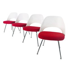 Set of 4 Saarinen Side Chairs with Metal Legs, Made in USA by Knoll