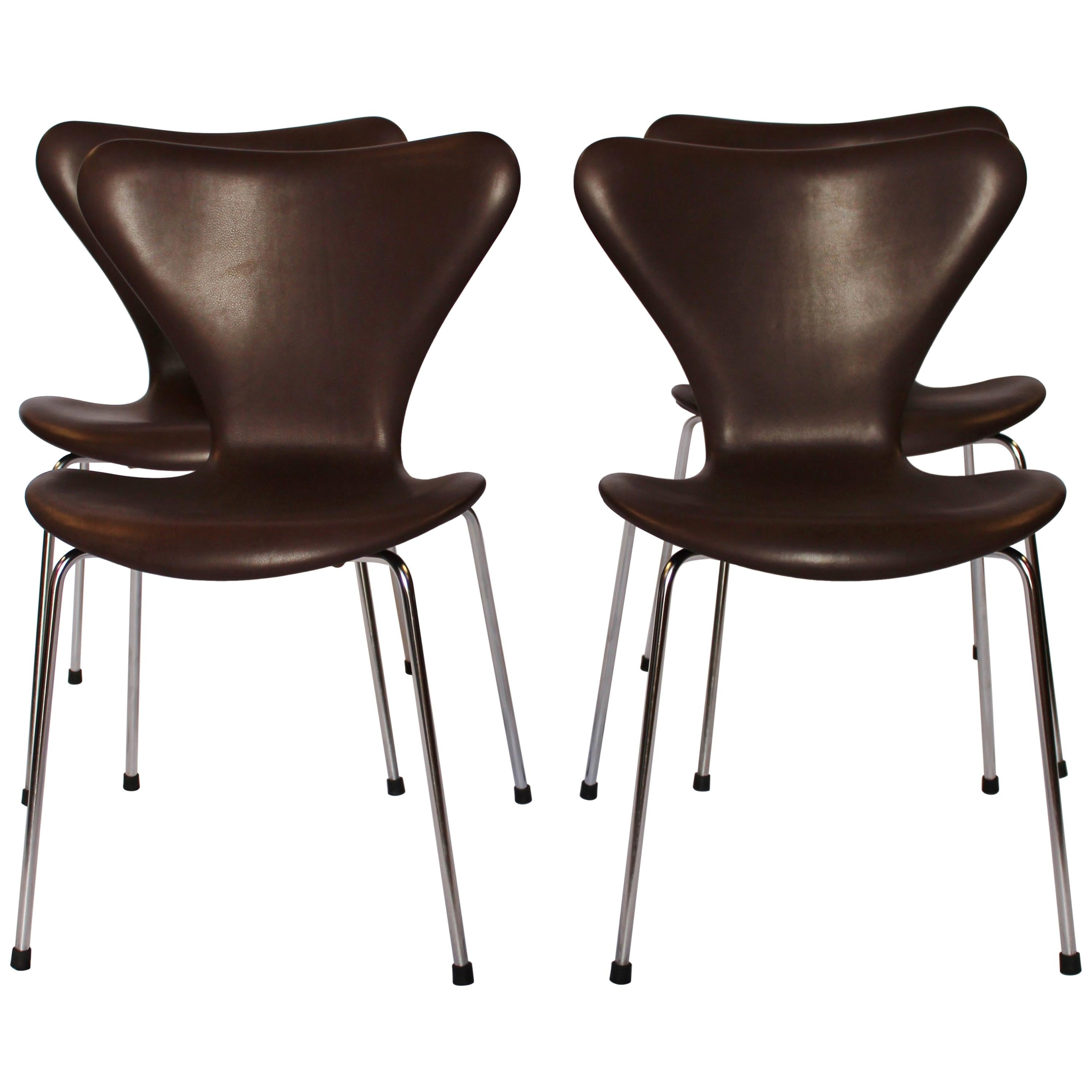 Set of 4 Series 7 Chairs, Model 3107, by Arne Jacobsen and Fritz Hansen, 1967