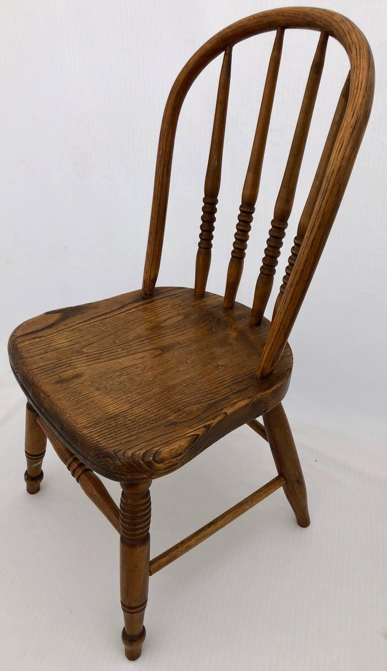 Set of Four Wooden Children's Chairs with Spindle and Rounded Backs, 1900s In Good Condition For Sale In Petaluma, CA